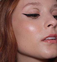 Nathalie Billio (@nathaliebillio) • Fotos e vídeos do Instagram Makeup Tips Eyeshadow, Eyeshadow For Brown Eyes, No Eyeliner Makeup, Highlighter Makeup, Winged Eyeliner, Smokey Eye Makeup, Eyeshadow Looks, Natural Makeup Look Tutorial, Makeup Looks Tutorial
