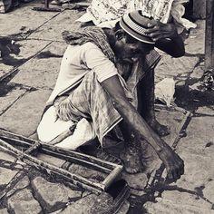Thinking #street #incredibleindia #socalitydelhi #vscodaily #vscoaddict #vsco #vscocam #bnw #bw_lover #blackandwhite #bnw_captures #bnw_life #voyagediaries #india #bw_perfect #photographer #travel #traveldairies #bbc #bbctravel #instavsco #photoofthedays #inspiredtraveller #_soi #nytimes #newyorker #world_streets #myshoeboxofphotographs #indiapictures #delhi