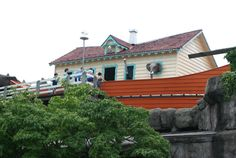 On August 12, 1996, Noah's Ark at Kennywood reopened after a year of renovation. Built in 1936, the ark is the only one remaining in the U.S. of the two dozen funhouses constructed in the 1920s and 1930s.