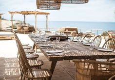 Scorpios Mykonos is a hip beach club near Mykonos Town. Stylish Scorpios Beach Club Mykonos has 2 beaches, plenty of lounge areas and a great restaurant. Beach Club, Beach Bars, Palm Beach, Club Mykonos, Mykonos Town, Mykonos Greece, Decoration Restaurant, Deco Restaurant, Arquitetura