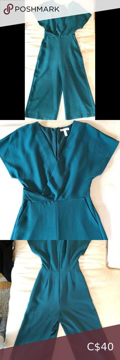 Leith jumpsuit in teal Leith cross-front short sleeved jumpsuit. Features a full leg, zip back closure and two pockets. Cut is very flattering, with v-neck and nice waist detailing. Colour is teal, with slightly more blue than green in the hue. This is one of those pieces you can easily dress up or down, depending on your day. Only worn twice! Leith Pants & Jumpsuits Jumpsuits & Rompers Plus Fashion, Fashion Tips, Fashion Trends, Hue, Pant Jumpsuit, Dress Up, Teal, Rompers, Color