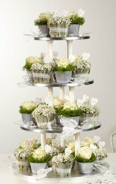 Excellent Gardening Ideas On Your Utilized Espresso Grounds Groene Cupcakes Op Etagre. Deco Floral, Floral Foam, Arte Floral, White Flowers, Beautiful Flowers, Silk Flowers, Purple Flowers, Spring Flowers, Floral Cupcakes