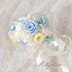 不器用プレ花嫁さんに朗報!お花いっぱいのブレスレット♡『リストレット』と呼ばれるフラワーアイテムのとっても簡単な作り方をご紹介* Girls Dresses, Flower Girl Dresses, Blue Roses, Corsage, Dried Flowers, Color Combinations, Flower Arrangements, Wedding Dresses, Beautiful