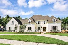 Love this plan and interior Gracious European House Plan with Front Courtyard - - 01 French Country House Plans, European House Plans, European Homes, Country Homes, Dream House Plans, House Floor Plans, Architectural Design House Plans, Architecture Design, Colonial Cottage