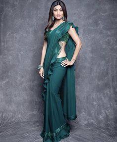 Fresh Look Fashion - Online Indian Fashion Store for Women Clothes Trendy Sarees, Stylish Sarees, Fancy Sarees, Simple Sarees, Saree Designs Party Wear, Party Wear Sarees, New Saree Designs, Blouse Designs, Indian Beauty Saree