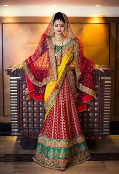 Bengali brides usually wear a red Banarasi silk sari for the wedding. www.weddingsonline.in