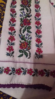 Cross Stitch Charts, Cross Stitch Designs, Cross Stitch Patterns, Palestinian Embroidery, Embroidery Fashion, Cross Stitch Flowers, Diy Flowers, Cross Stitching, Embroidery Stitches