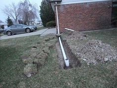 how to install a roof drain, trench, gutter downspout Gutter Drainage, Backyard Drainage, Drainage Ditch, Roof Drain, Drain Pipes, Garden Yard Ideas, Lawn And Garden, Garden Beds, Backyard Ideas