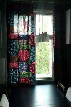 Marimekko Purnukat fabric in a Finnish kitchen. Decor, Curtains, Home, Marimekko, Cool Rooms, Scandinavian Pattern, Home Decor, How To Make Curtains, Room