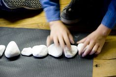 Laboratorio creativo sui sassi. Metodo Munari