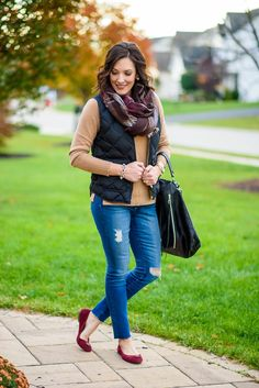 Winter Quilted Vest Outfit with camel cashmere sweater, distressed skinny jeans, plaid scarf, and suede ballet flats Source by sophiahobson outfits men Winter Outfit For Teen Girls, Winter Outfits For Work, Fall Outfits, Winter Clothes, Fur Vest Outfits, Black Leggings Outfit, Western Outfits, Nouveau Look, Burgundy Sweater