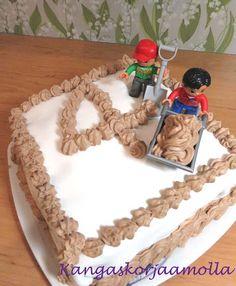 Legoilla koristeltu kakku, kakun koristelu, pojan syntttärit, teemasynttärit, legoukko Children birthdayparty, Lego cake, Lego theme https://kangaskorjaamolla.blogspot.fi/2017/02/tyokaluvyo-ja-lego-synttarit.html