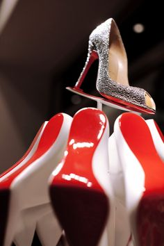 The Style Examiner: Christian Louboutin Christmas Windows by Studio XAG Mens New Years Eve Outfit Christian Louboutin Outlet, New Years Eve Outfits, Glitter Heels, All About Shoes, Red Sole, Red Bottoms, Boutique, New York Fashion, Purses