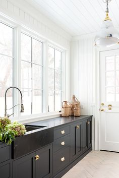 Marble Kitchen Counters, Kitchen Cabinetry, Countertops, Cocinas Kitchen, Studio Mcgee, Custom Cabinetry, Interior Design Studio, Interior Design Inspiration, Room Inspiration