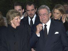Los Príncipes de Asturias se unen a la Reina y las infantas Elena y Cristina en el emotivo funeral en memoria del rey Pablo en Tatoi. El rey Constantino no pudo evitar emocionarse.