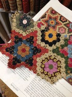 9-patch with wool flowers | P I N Q U I L T | Pinterest | Nine ... : primitive quilts and projects - Adamdwight.com