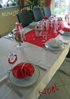 Pliage serviette pliage serviettes pinterest for Table noel rouge et blanc
