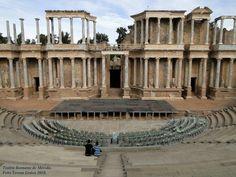 Frente escénico del Teatro Romano de Merida, Extremadura. Aunque el teatro fue inaugurado hacia el 15 a.C., el emperador trajano ordenó la construcción del frente escenico en el año 105 D.C.