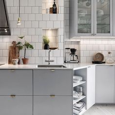 Take a look at this significant illustration in order to examine the here and now relevant information on Classy Kitchen Decor Kitchen Interior, New Kitchen, Interior Design Living Room, Kitchen Dining, Kitchen Decor, Kitchen Cabinets, Cuisines Design, Küchen Design, Interiores Design