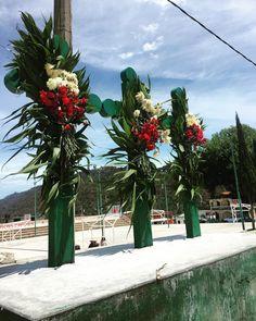"""11 Me gusta, 1 comentarios - Ágnes Y Hdez Castillo (@the_urban_drunk_teenage_panda) en Instagram: """"Cruces mayas vestidas ( se les dice vestidas cuando están adornadas con flores y hojas de palma ).…"""""""