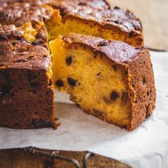 Easy recipe for a fresh pear, honey and raisin cake, with delicious flavours of cinnamon and ground cloves. Fresh Fruit Cake, Fruit Cakes, Dried Fruit, Pear Recipes, Cake Recipes, Eggless Cookie Recipes, Raisin Cake, Pear Fruit, Vanilla Cake Mixes