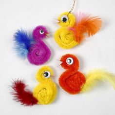 Chickens made of pipe cleaners and feathers DIY instructionsGuide step 410 Pipe Cleaner Animals - In The cute pipe cleaner animal crafts for kids to makeCrafts chenille wire with pipe cleaner animals tinker - Kids Crafts, Animal Crafts For Kids, Quick Crafts, Easter Crafts, Diy For Kids, Craft Projects, Arts And Crafts, Craft Kids, Easter Ideas