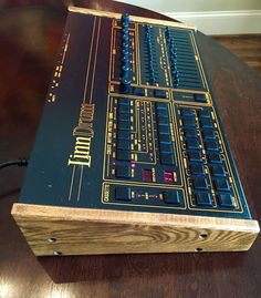 MATRIXSYNTH: Linn Drum tons & tons of people used these.seem fairly ancient now, tho. Vintage Synth, Vintage Drums, Home Studio Music, House Music, Fender Mustang Guitar, Techno, Music Sequencer, Drums Electric, Electronic Music Instruments