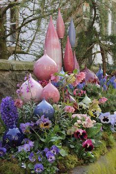 Speere im Frühling sculpture ceramic yard art Pottery Sculpture, Sculpture Art, Garden Sculpture, Garden Totems, Glass Garden, Clay Ornaments, Garden Ornaments, Garden Whimsy, Ceramics Projects