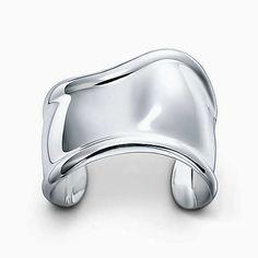 Elsa Peretti® Bone cuff in sterling silver, small.