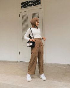 Casual Hijab Outfit, Ootd Hijab, Baggy Pants Outfit, Style Hijab Simple, Pastel Outfit, Hijab Fashion, Cargo Pants, Indie, Stress