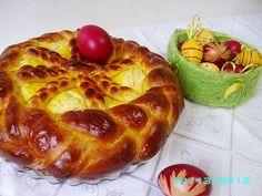 Pască cu brânză dulce  http://www.bucataras.ro/retete/pasca-cu-branza-dulce-2-32075.html
