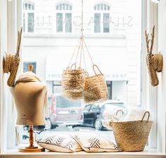 Silvia Gattin: Ethno Chic im Wiener Karmeliterviertel Handicraft, Bohemian Style, Straw Bag, Concept, Style Inspiration, Chic, Store, Home Decor, Boho Boots