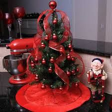 Miniature Tabletop Christmas tree Decorating Ideas are for small-space inspiration because these miniature Christmas tree decoration ideas become easy to make. Tabletop Christmas Tree, Miniature Christmas Trees, Mini Christmas Tree, Christmas Kitchen, Christmas Tree Decorations, Vintage Christmas, Christmas Crafts, Christmas Ornaments, Holiday Decor