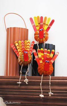 Make these adorable turkeys with your kids this Thanksgiving! - onecreativemommy.com