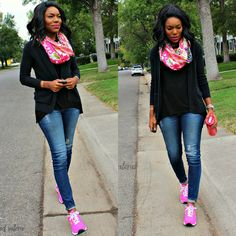 Casual weekend outfit: tshirt, cardigan, scarf, skinny jeans & New Balance tennis shoes