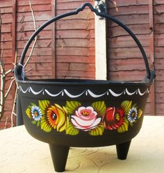 "Plastic cauldron 10"" in diameter, perfect for planting  flowers for display on you boat top"