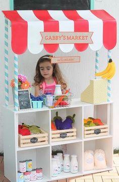 Eu, quando era pequena, adorava brincar aos supermercados (até tinha uma caixa registadora), mas assim é muito mais giro.