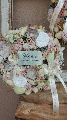 Felt Crafts, Diy And Crafts, How To Make Wreaths, Diy Wreath, Shabby Chic Decor, Flower Art, Floral Arrangements, Craft Projects, Christmas Decorations