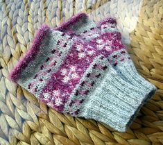 Pink n Pearls fair isle mitts Knit Mittens, Knitted Gloves, Knitting Stitches, Knitting Patterns, Knitting Ideas, Fingerless Mitts, Fair Isle Pattern, Hand Warmers, Knit Crochet