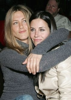 """Jennifer Aniston Photos - Actors Jennifer Aniston and Courtney Cox attend the after party at the L. premiere for 'The Tripper' held at the Hollywood Forever Cemetary on April 2007 in Los Angeles, California. - LA Premiere Of """"The Tripper"""" - After Party Tv: Friends, Serie Friends, Friends Cast, Friends Moments, Friends Forever, Mtv, Ross Geller, Phoebe Buffay, Rachel Green"""