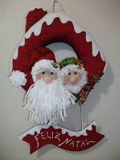 Merry x-mas :-) Christmas Door Hangings, Felt Christmas Decorations, Christmas Wreaths, Christmas Ornaments, Christmas Projects, Felt Crafts, Christmas Crafts, Christmas Sewing, Christmas Holidays