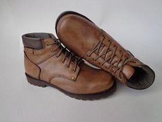 Coturno de couro, bota, sapatos