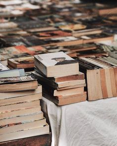 Find images and videos about photography, vintage and aesthetic on We Heart It - the app to get lost in what you love. Old Books, Books To Read, Pile Of Books, Vintage Books, Coffee And Books, Book Aesthetic, Aesthetic Images, Book Photography, Book Nerd