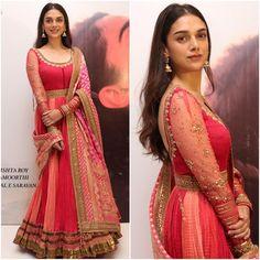 "Aditi Rao Hydari Outfit - @taruntahiliani  Jewelry - @amrapalijewels  Styled by - @sanamratansi…"""
