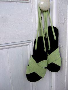Summer Sandals Tutorial by annekata, via Flickr