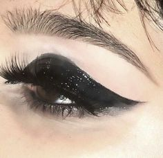 """Find and save images from the """"make up and nails 💄💅"""" collection by ssandrarose (ssandrarose) on We Heart It, your everyday app to get lost in what you love. Goth Makeup, Makeup Art, Beauty Makeup, Hair Makeup, Witchy Makeup, Grunge Makeup, Makeup Goals, Makeup Inspo, Makeup Inspiration"""