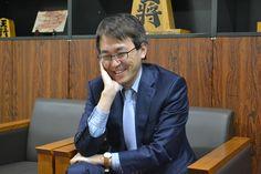 将棋界の天才が、新たな天才の力を認めた。羽生善治三冠(46)が、昨年10月の史上最年少14歳2カ月でプロ入り、さらにはデビュー以来12連勝という新記録を打ち立てた藤井聡太四段(14)について「すごい