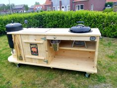 Grill & smoker table