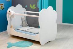Son premier lit.... Un design très original, couplé à des vitres en plexiglas vous permettant de toujours garder un œil sur bébé