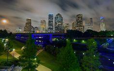 7 ciudades que transformaron sus pasos bajo nivel en parques urbanos